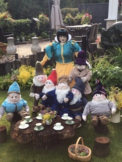 104b Snow White and the seven dwarfs
